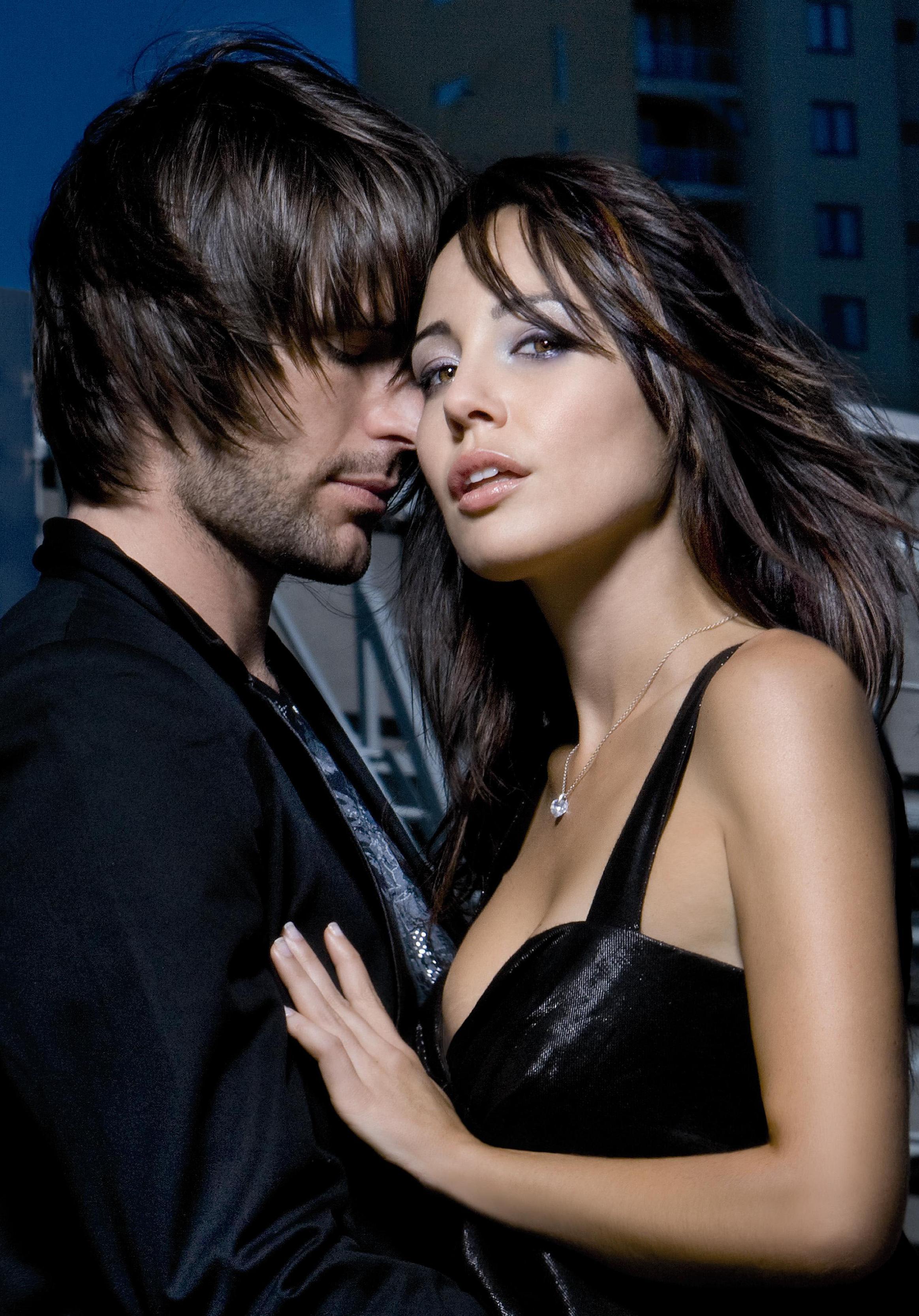 صور احضان دافئه , صور رومانسيه للعشاق احضان وقبلات ساخنه