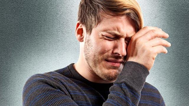 بالصور رجل يبكي , بوستات دموع رجل 702 4