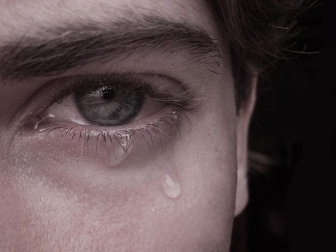 بالصور رجل يبكي , بوستات دموع رجل 702