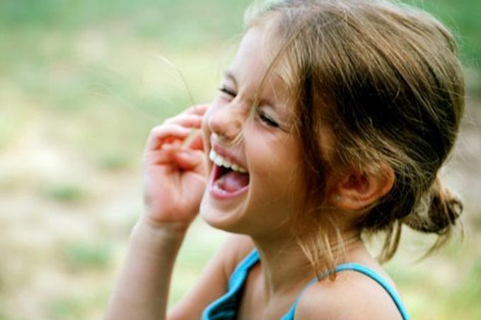 بالصور صور بنت تضحك , اجمل صور لضحكة من اجمل بنت على الاطلاق 361 11