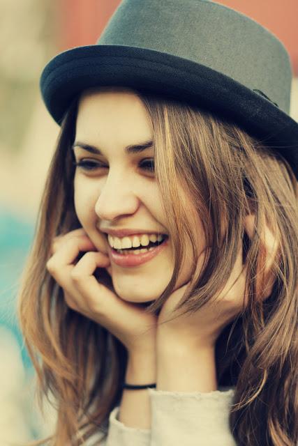 بالصور صور بنت تضحك , اجمل صور لضحكة من اجمل بنت على الاطلاق 361 4