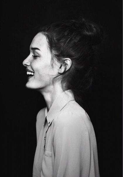 بالصور صور بنت تضحك , اجمل صور لضحكة من اجمل بنت على الاطلاق 361 6