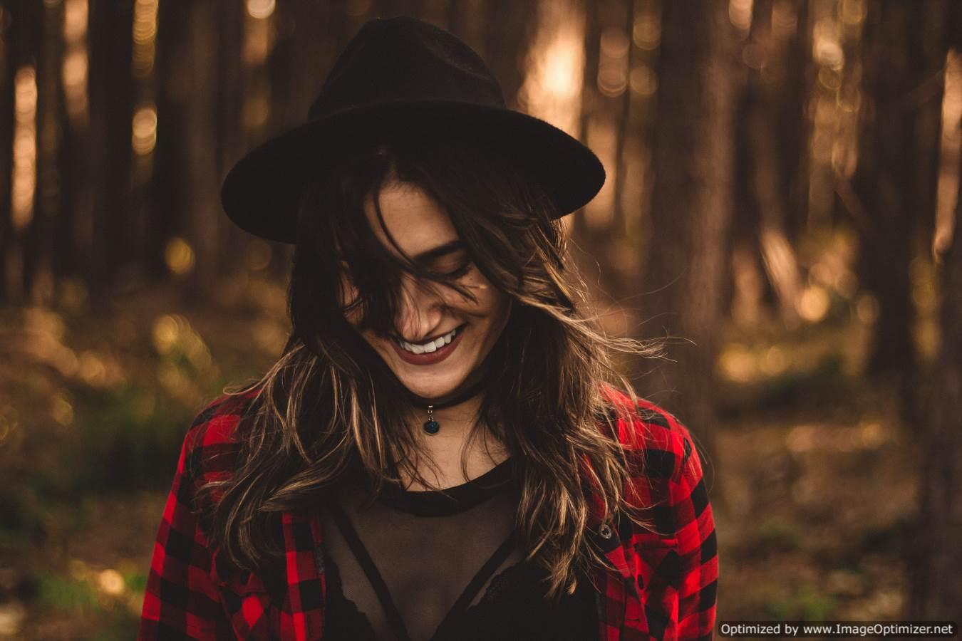 بالصور صور بنت تضحك , اجمل صور لضحكة من اجمل بنت على الاطلاق 361 8