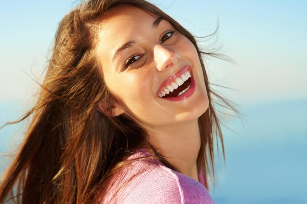 بالصور صور بنت تضحك , اجمل صور لضحكة من اجمل بنت على الاطلاق