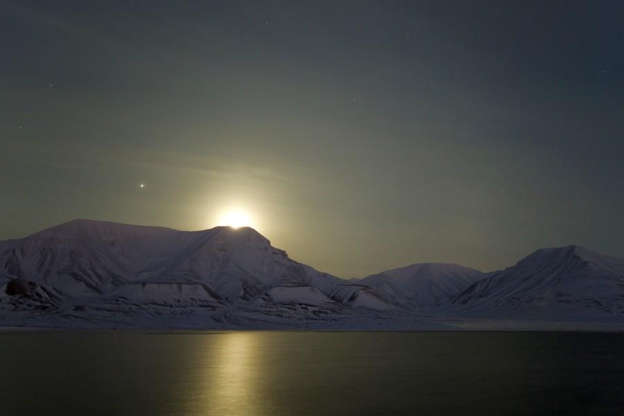 بالصور صور للقمر , احلى الصور لمشهد القمر 4154 9