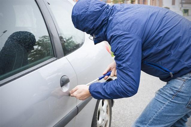 صور تفسير حلم سرقة السيارة , تفسير رؤيه السرقه في المنام بالتفصيل